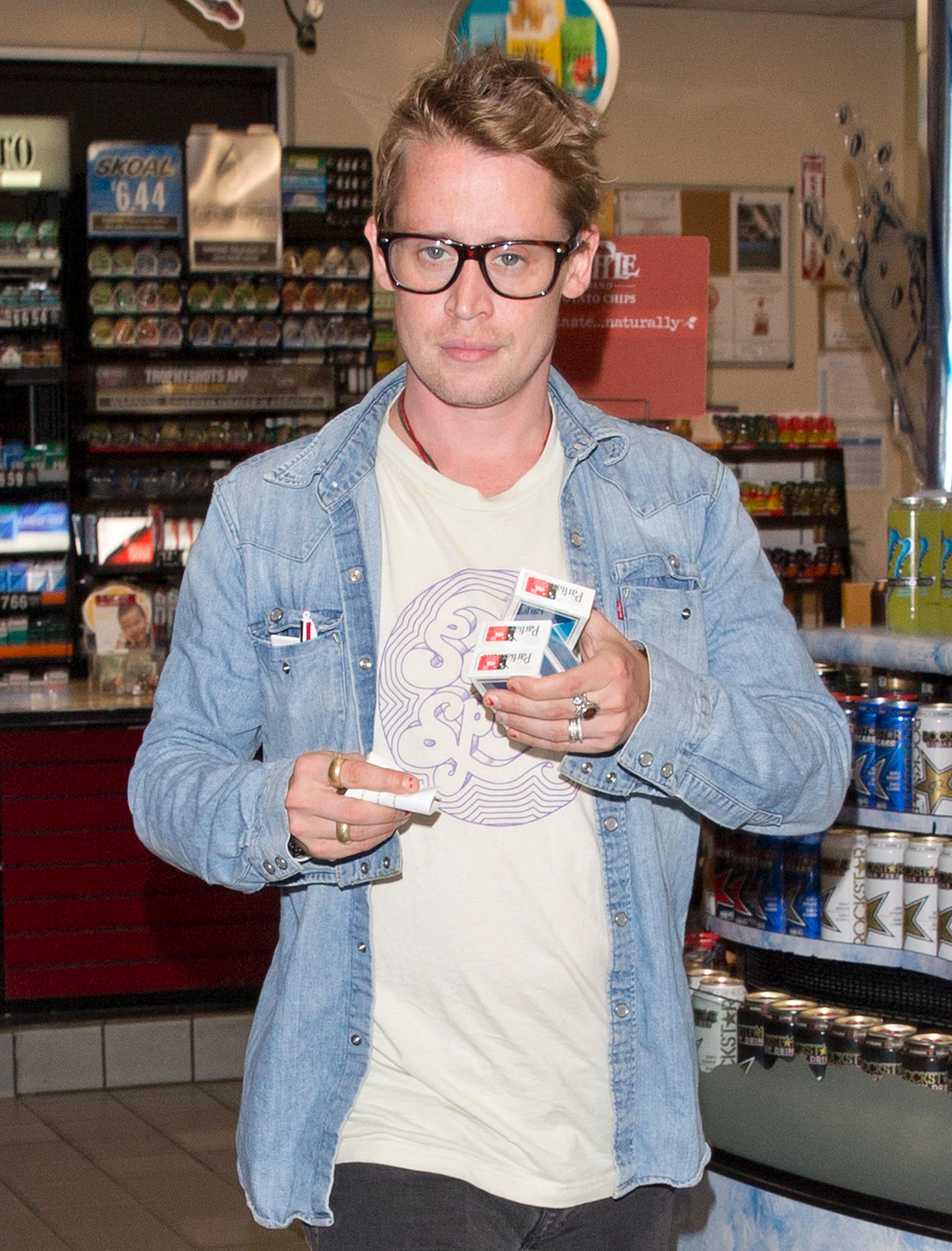 Macaulay Culkin Is Looking Good And The Internet Can T