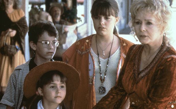 The Entire Cast Of 'Halloweentown' Reunited To Pay Tribute To ...