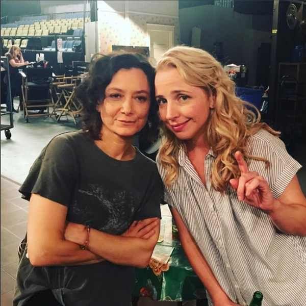 Sara Gilbert and Sarah Chalke