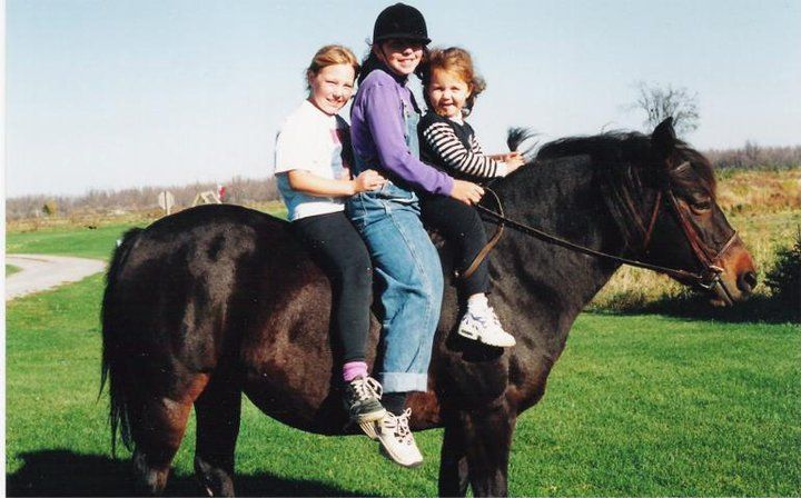 90s kids on a pony