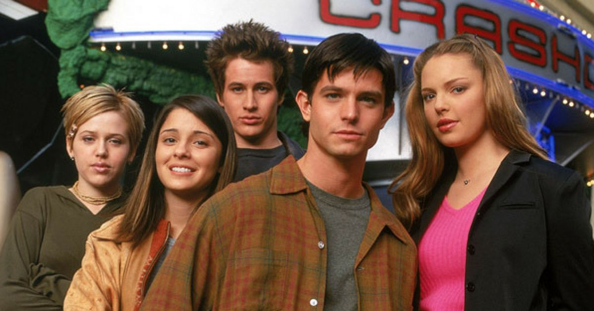 We Finally Know More Details About The Reboot Of 'Roswell' And When To Expect Its Arrival