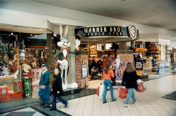 Mall storefront of a Warner Bros. Studio Store