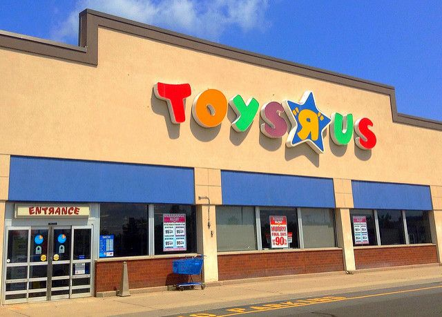 Toys R Us Store Front Closing Sale