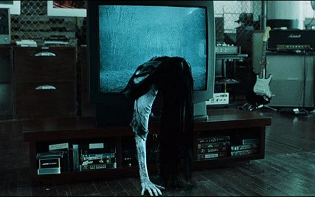Samara crawling through the TV screen in 'The Ring'