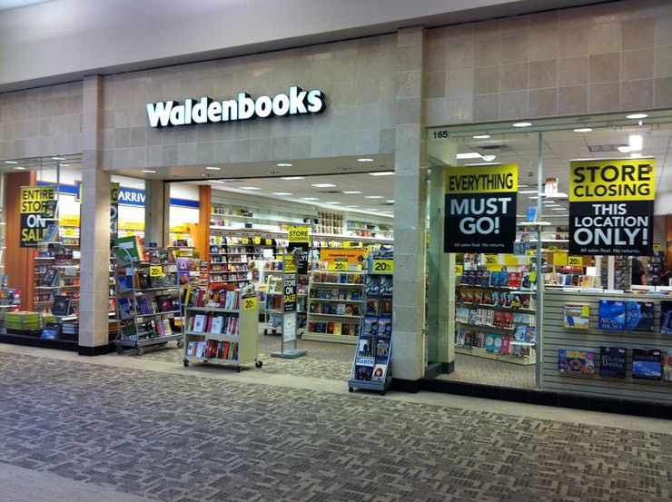 Mall storefront of Waldenbooks