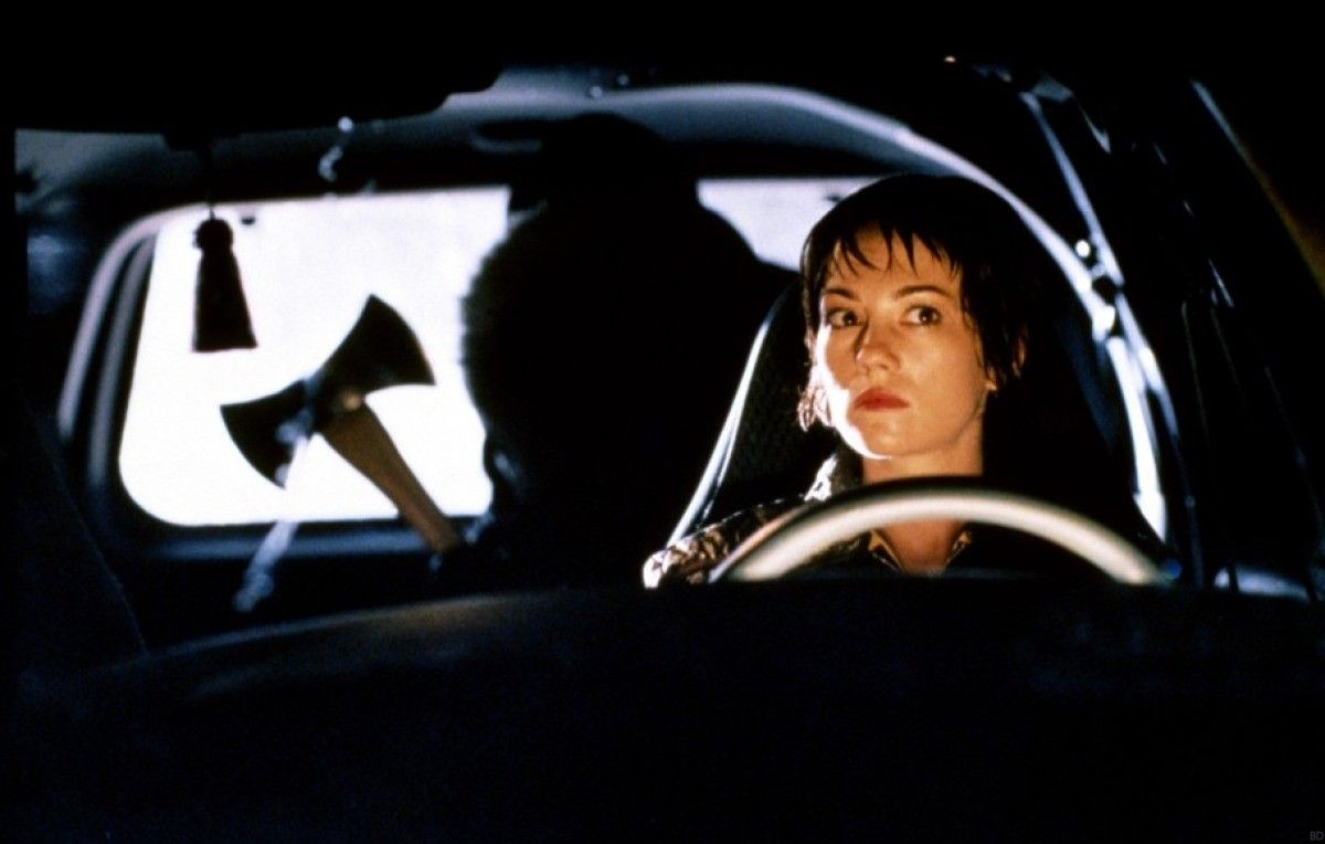 An ax murderer in the backseat in 'Urban Legends'