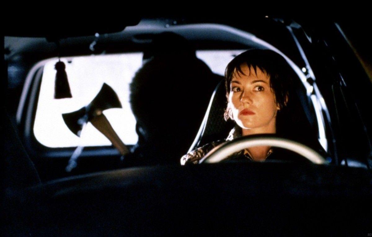 An ax murderer in the backseat in 'Urban Legends'